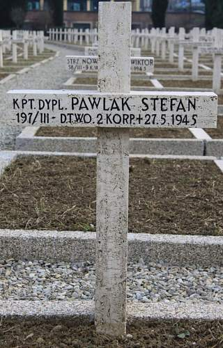 Click image for larger version.  Name:Kpt Dypl Stefan Pawlak HQ 2nd Corps Grave MCC 71.jpg Views:22 Size:193.4 KB ID:837926