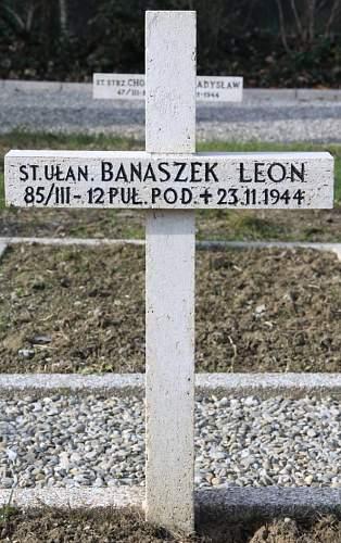Click image for larger version.  Name:Starszy Ulan Leon Banaszek MCC 2351.jpg Views:14 Size:222.5 KB ID:838324