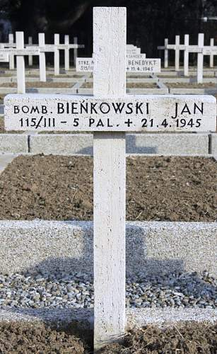 Click image for larger version.  Name:Bomb Jan Bienkowski MCC 20785.jpg Views:33 Size:206.9 KB ID:839035