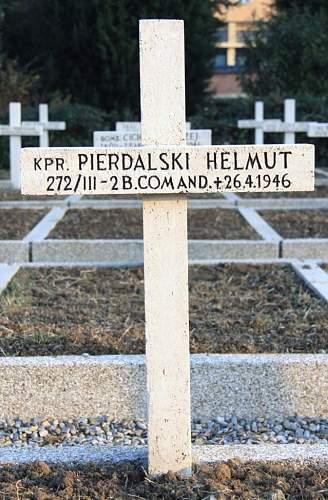 Click image for larger version.  Name:Kapral Helmut Pierdalski.jpg Views:48 Size:186.1 KB ID:851189