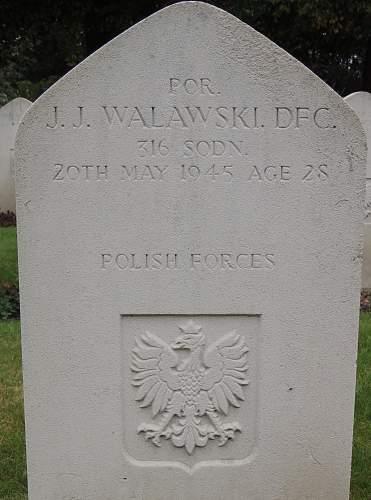 Click image for larger version.  Name:Por pil Janusz Jerzy Walawski DFC grave.jpg Views:74 Size:224.6 KB ID:864682