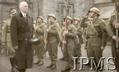 Name:  President Raczkiewicz visiting Dunfermline 8th November 1940.jpg Views: 401 Size:  82.1 KB