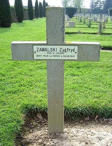 Click image for larger version.  Name:Por Z Zawalski grave.jpg Views:21 Size:87.6 KB ID:899712