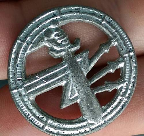 Polish Signals badge ......repro ??? Or thetre made