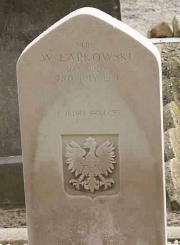 Click image for larger version.  Name:major pil Wacław Łapkowski grave.jpg Views:20 Size:89.0 KB ID:992763
