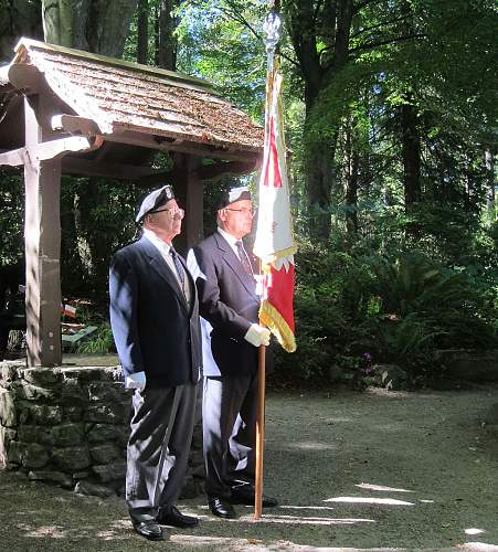 Click image for larger version.  Name:Standard bearers.jpg Views:46 Size:196.7 KB ID:998708