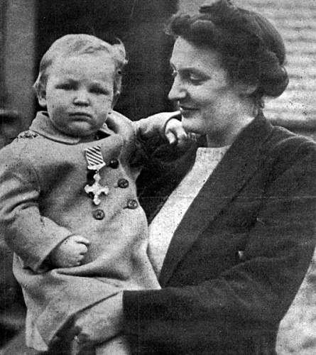 Click image for larger version.  Name:Marian Edward Belc with his mother.jpg Views:36 Size:117.1 KB ID:999162