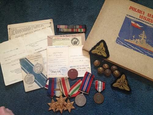 WW2 Polish Navy grouping, Cross of Valour, Sea Medal - documents, buttons etc etc