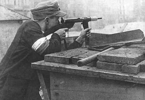 Click image for larger version.  Name:Warsaw Uprising Polish 'Sten' SMG.jpg Views:526 Size:36.4 KB ID:399656