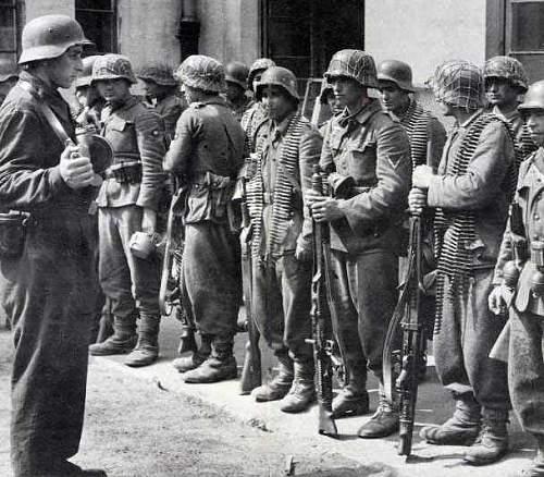 Click image for larger version.  Name:Kaminski Brigade RONA Warsaw Uprising.jpg Views:7257 Size:46.0 KB ID:404958