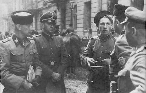 Click image for larger version.  Name:SS with Cossacks during battle of Warsaw 1944.jpg Views:3317 Size:28.4 KB ID:404959
