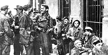Name:  Jerzy Tomaszewski's photo of fighters in Warsaw preparing for action on August 1 1944.jpg Views: 467 Size:  35.5 KB