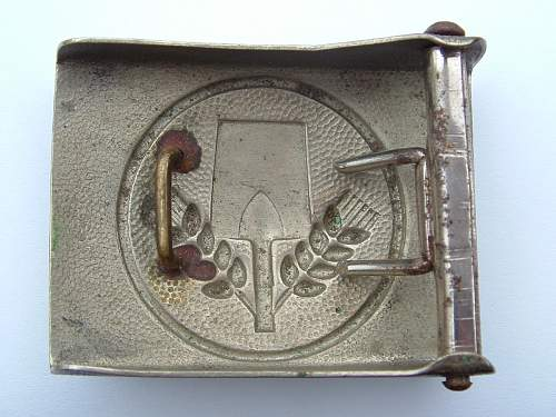 Click image for larger version.  Name:M4_39 Nickel over steel F W Assmann & Sohne Ludenscheid FAD  Buckle Rear.jpg Views:96 Size:128.1 KB ID:420078