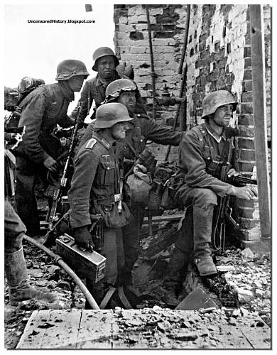 Click image for larger version.  Name:Battle-of-Stalingrad-German-soldiers-ready-to-attack.jpg Views:156 Size:211.1 KB ID:1067298