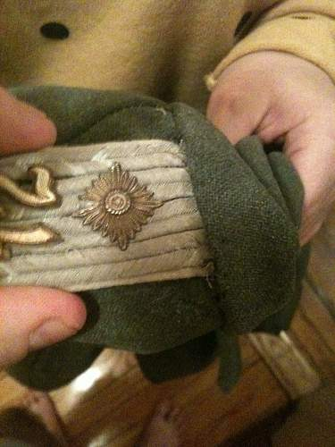 Sewing in shoulder boards on a Feldbluse?