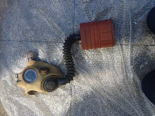 Asbestos in World War 2 gas mask