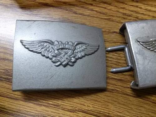 Luftschutz Buckles - Two variations?