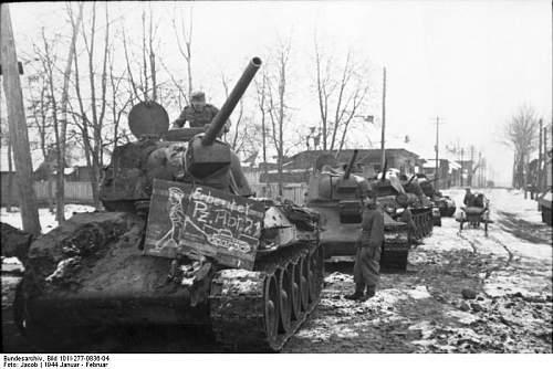 Click image for larger version.  Name:Bundesarchiv_Bild_101I-277-0836-04,_Russland,_erbeutete_russische_T-34_Panzer.jpg Views:2479 Size:63.2 KB ID:186436