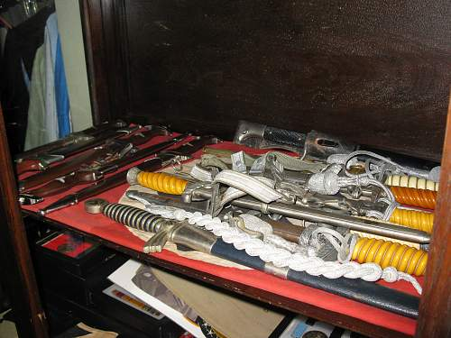Click image for larger version.  Name:WWII daggers 005.jpg Views:258 Size:255.9 KB ID:241824