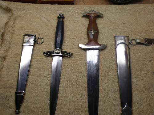 Click image for larger version.  Name:WWII daggers 002.jpg Views:77 Size:243.4 KB ID:30546