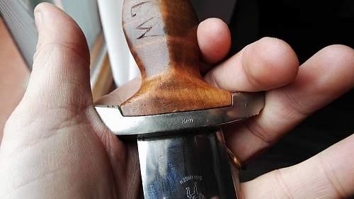 Sa dagger grip with scratch
