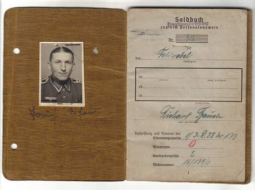 Click image for larger version.  Name:soldbuch1.jpg Views:407 Size:106.9 KB ID:38756