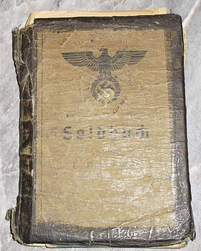 3 Soldbuch with some docs.
