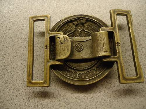 Three SS belt buckles to identify: original or not ?