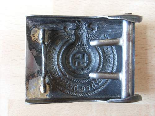 SS enlisted mens buckle, genuine or not?