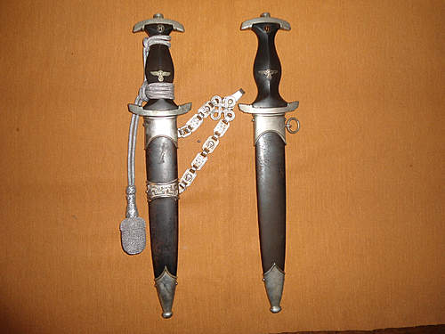Click image for larger version.  Name:my two german daggers 003.jpg Views:82 Size:222.5 KB ID:392358