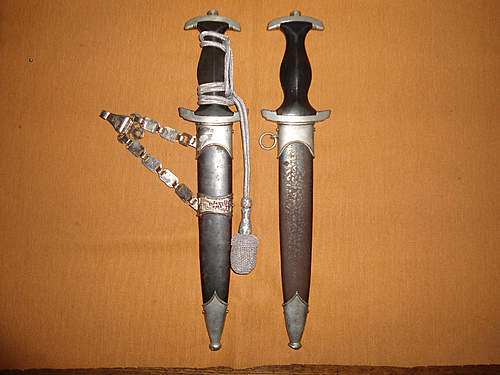 Click image for larger version.  Name:my two german daggers 006.jpg Views:101 Size:223.2 KB ID:392359