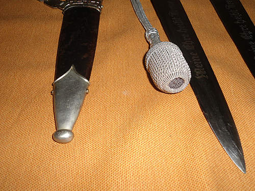 Click image for larger version.  Name:my two german daggers 031.jpg Views:58 Size:243.4 KB ID:392369