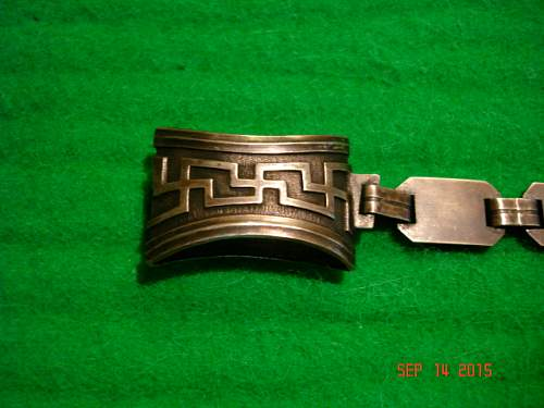 help identifying this dagger chain