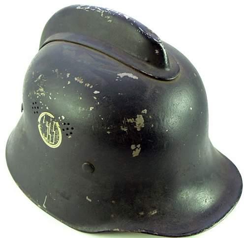 SS Duck Billed Helmet w/Comb