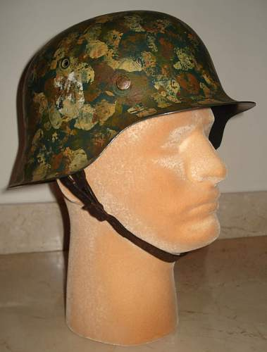Click image for larger version.  Name:SS Stahlhelm Hand Camo.-M1935c.jpg Views:365 Size:139.3 KB ID:185677