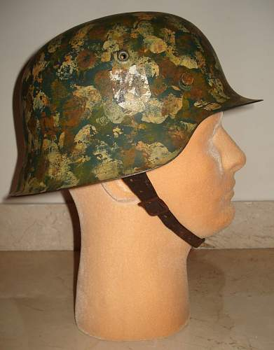 Click image for larger version.  Name:SS Stahlhelm Hand Camo.-M1935ee.jpg Views:93 Size:185.1 KB ID:185678