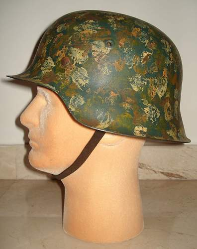 Click image for larger version.  Name:SS Stahlhelm Hand Camo.-M1935f.jpg Views:175 Size:180.4 KB ID:185679
