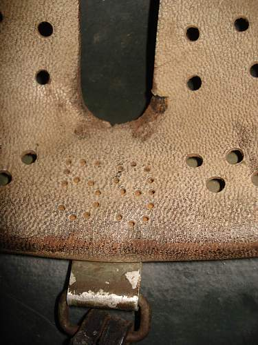 Click image for larger version.  Name:SS Stahlhelm Hand Camo.-M1935l.jpg Views:56 Size:261.9 KB ID:185684