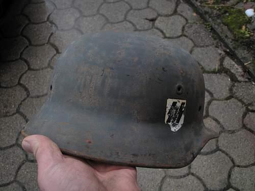 SS helmet right / fake