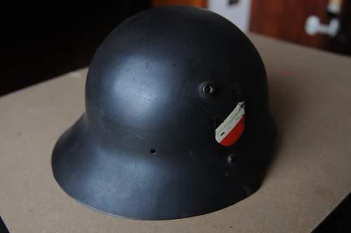 Early model SS helmet ???