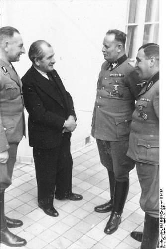 Click image for larger version.  Name:401px-Bundesarchiv_Bild_101III-Zschaekel-113-13A,_Wien,_Technische_F�hrerkorps-Schule.jpg Views:169 Size:35.1 KB ID:101563
