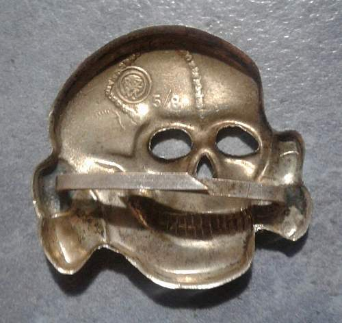 SS totenkopf & Eagle cap insignia