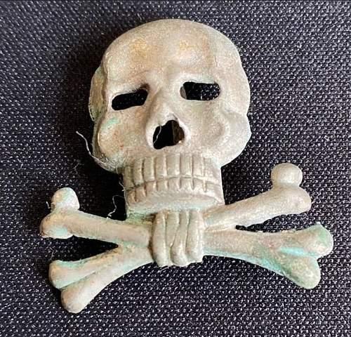 Brunswick - Huzaren traditional- Cap-badge totenkopf REAL or FAKE?