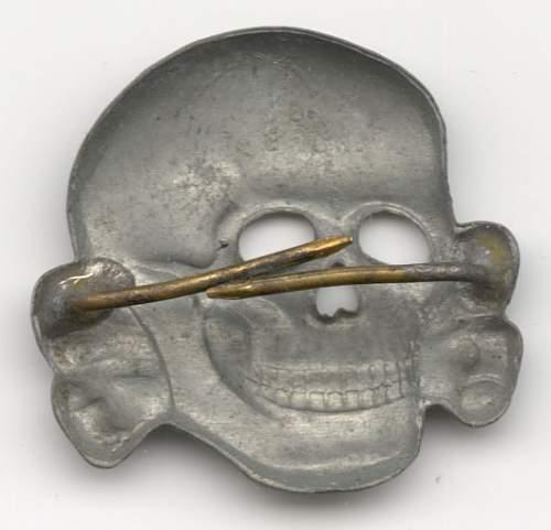 Controversial SS cap skull: 3 edge prong design