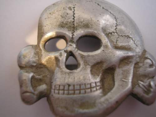 Heres a skull for opinions: SS runes in diamond marked