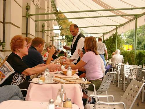Click image for larger version.  Name:Cafe-prueckel-schanigarten.jpg Views:58 Size:112.7 KB ID:262973