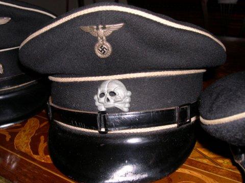Danziger Totenkopf auf schwarze Muetze!