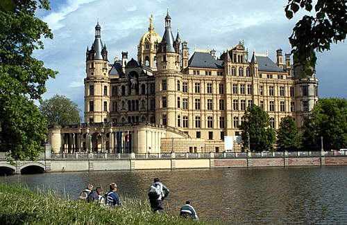 Click image for larger version.  Name:Schwerin_Schloss.jpg Views:654 Size:178.1 KB ID:422425