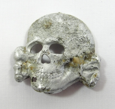 The Alu Deschler badge: death and transfiguration across the gulf of time.