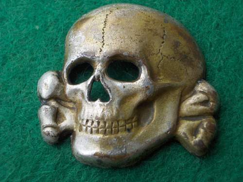 Click image for larger version.  Name:totenkopfbadge.jpg Views:80 Size:104.2 KB ID:500893